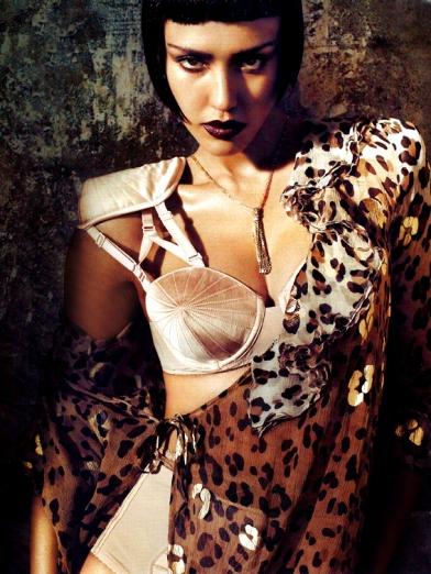 Jessica-Alba-une-femme-fatale-3
